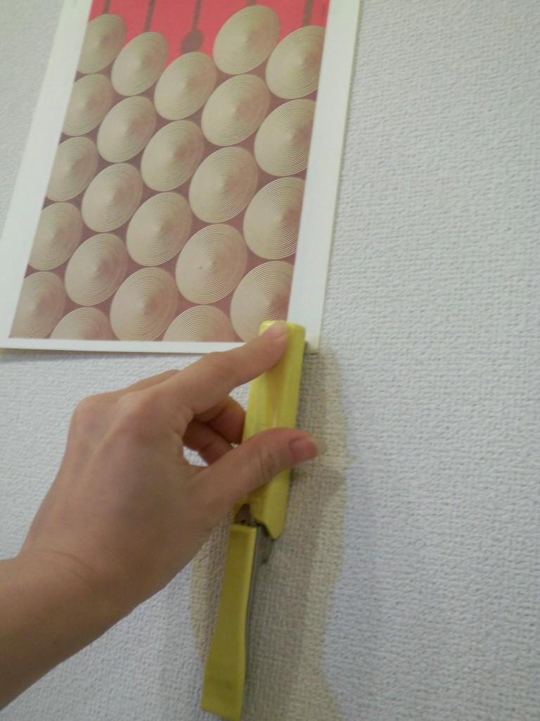 3.壁に押し付けるように打つ