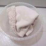 1.手洗いで汚れを落とし、脱水しておく。洗濯機で他のものと一緒洗うと、毛糸とか絡まって大変なので、単体の方が良いかと。