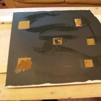 1.裏側にスポンジテープのはがし残しがありますが、そのまま作業します