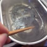 2.五徳を入れ、10分ぐらい煮た後、火を止め1時間ぐらい放置