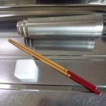 2.メラミンスポンジとさい箸を用意