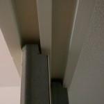 2.上部の溝の隙間で戸が揺れて音がしてます