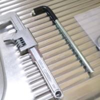 3.工具とパッキンを用意。真ん中のL字ものが固定する器具。