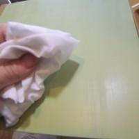 4.やすった粉をふき取った後、シンナーで油分をふき取る
