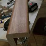 5.元の足の下側、角を丸めてある部分を切り落とす。今回は15mmぐらいカット