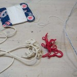 10.色んな紐を用意。どれか通るだろう。