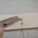11.この穴をつなぐようにカッターで切る