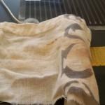 15.熱を加えるといいらしいので、アイロンしてみる。あて布を敷き・・・