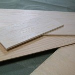 17.溝を埋める薄い板材を用意し、サイズに合わせてカット
