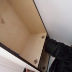 17.位置を合わせながら隣の戸棚にくっつける