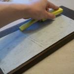 17.紙やすり(180番ぐらい)を適当な板に貼り付け(ホチキスで止めるとずれなくて便利)